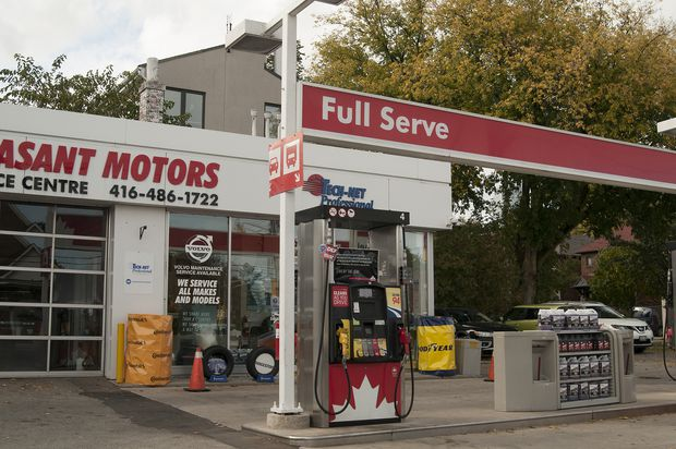¿Por que pagamos el doble por la gasolina que en EEUU?